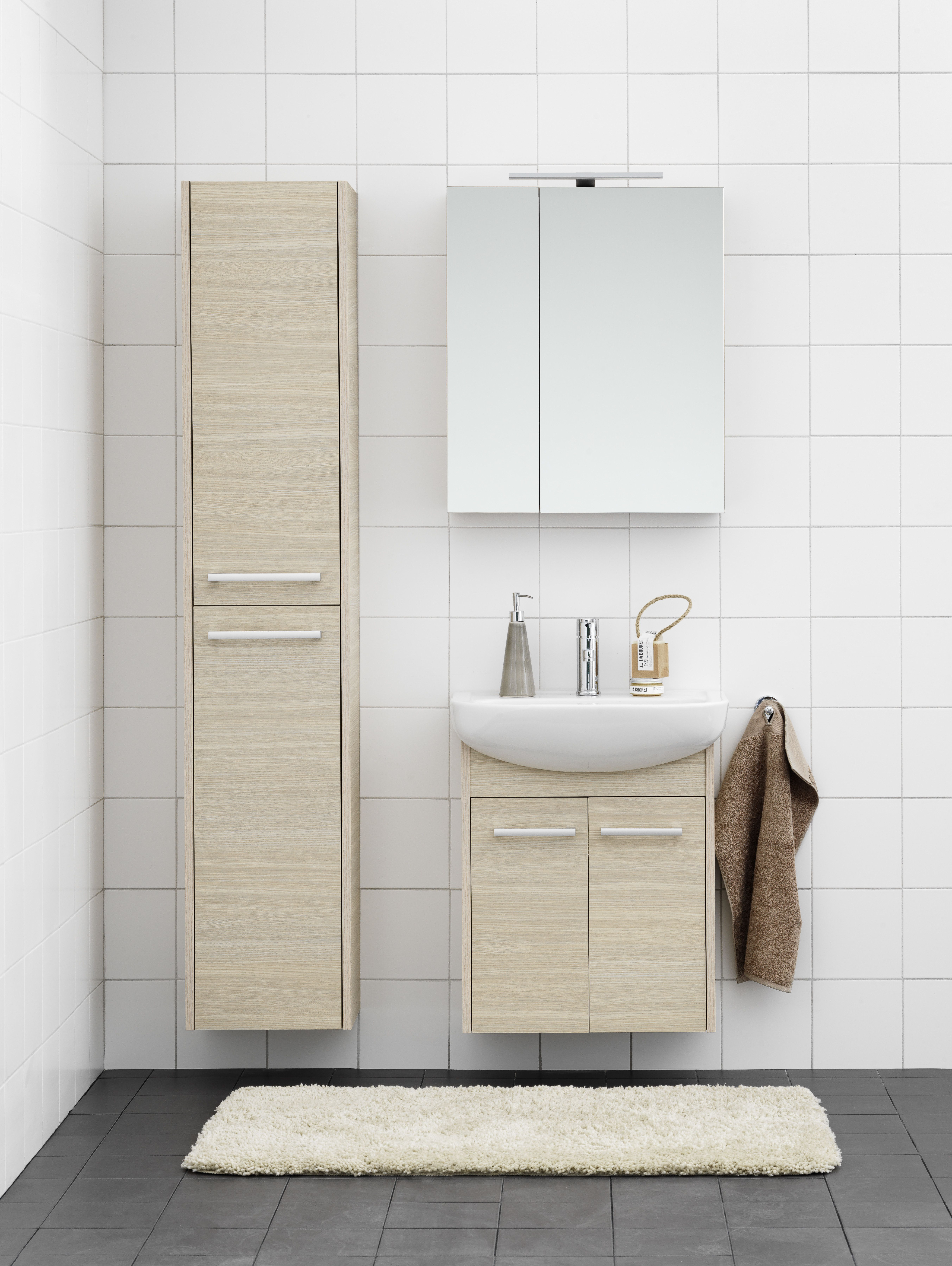 Badrumsskåp från badrumsserien Nordic u00b3 Komplett möbelpaket med skåp och tvättställ