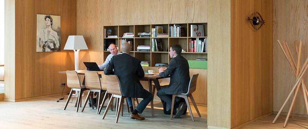 Frederiks-interieurs-Spaces-Zuidas | warm hout verwerkt in strakke ...