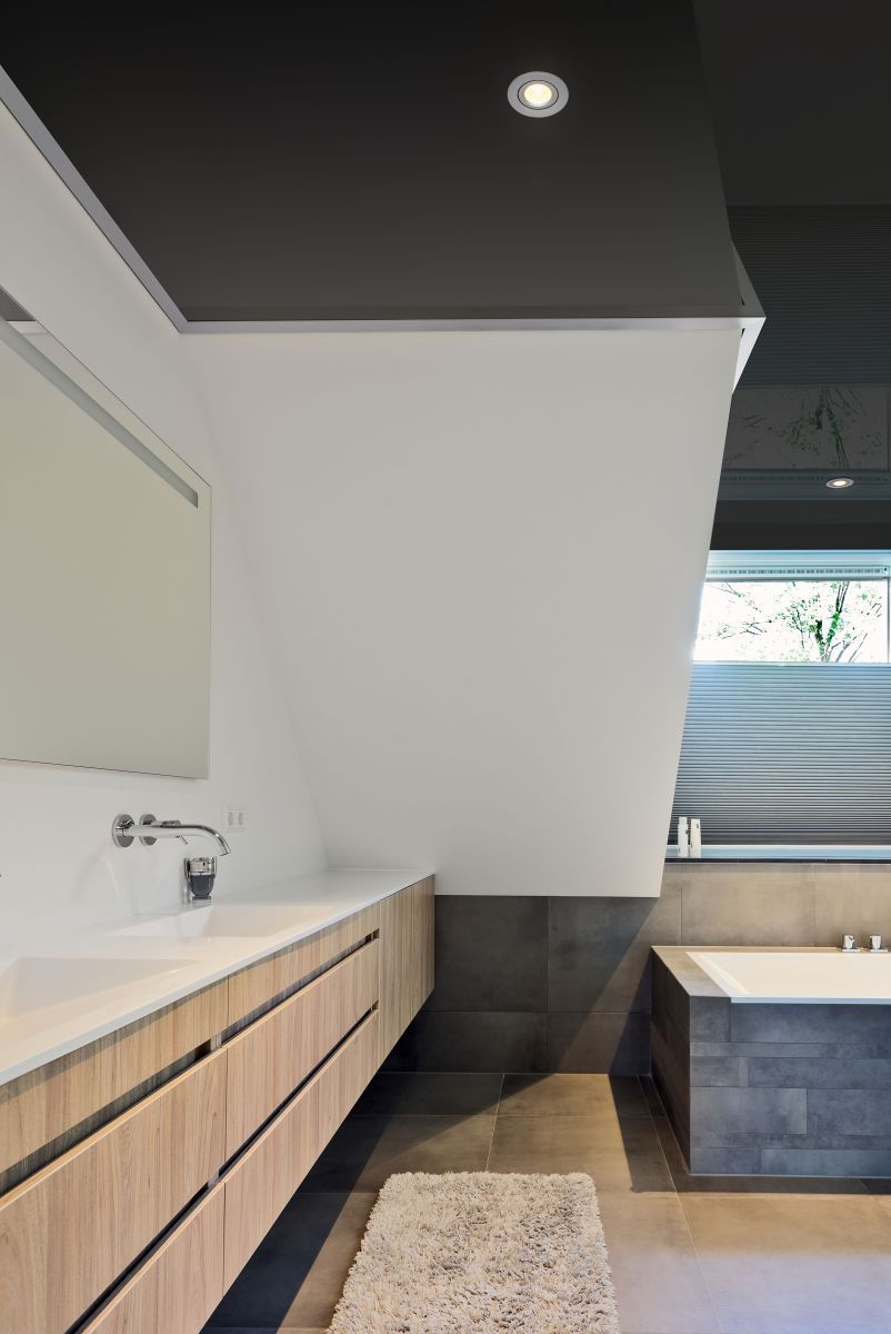 Inspirationen Fur Badezimmerdecken Plameco Spanndecke Plameco Spanndecken In 2020 Spanndecken Bad Waschtisch Decke