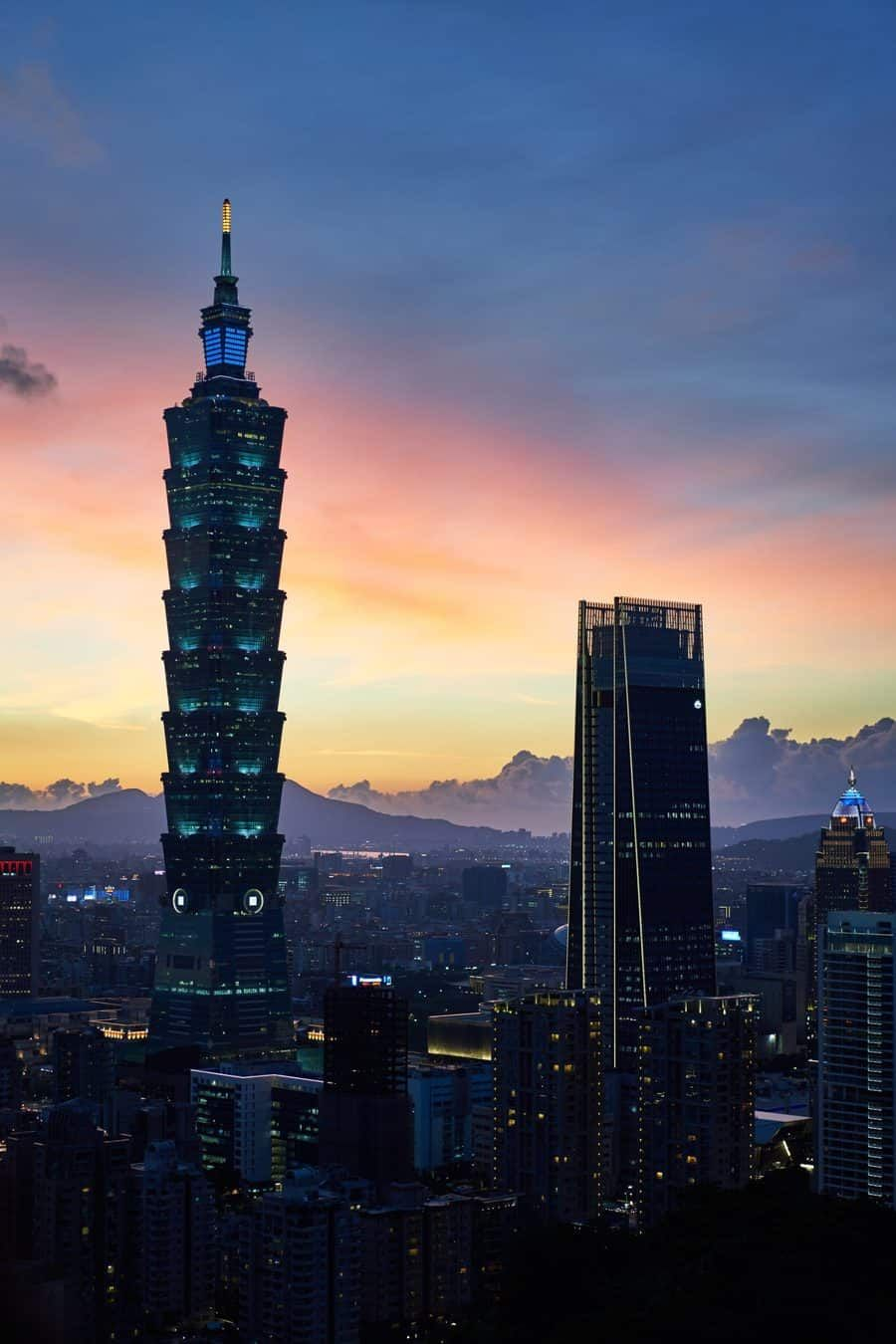 How much does it cost to travel Taiwan?! Taiwan Travel Budget Calculator, Taiwan travel costs, Taiwan on a Budget. #Taiwan #Travel #budget #calculator #backpacker via @townandtourist