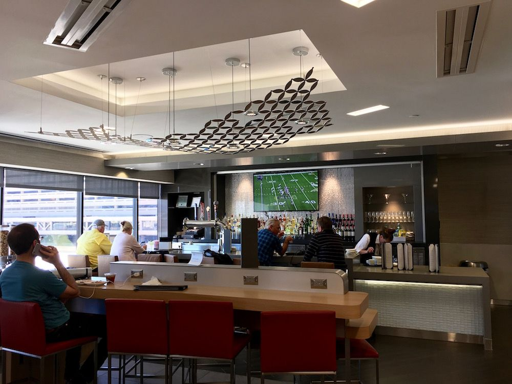 Reviewing New American Airlines Admirals Club Renovations With Phoenix As Case Study Wine Thirty Flight American Airlines Renovations Airlines