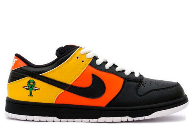 """Nike SB Dunk Low """"Raygun"""" (2005) 