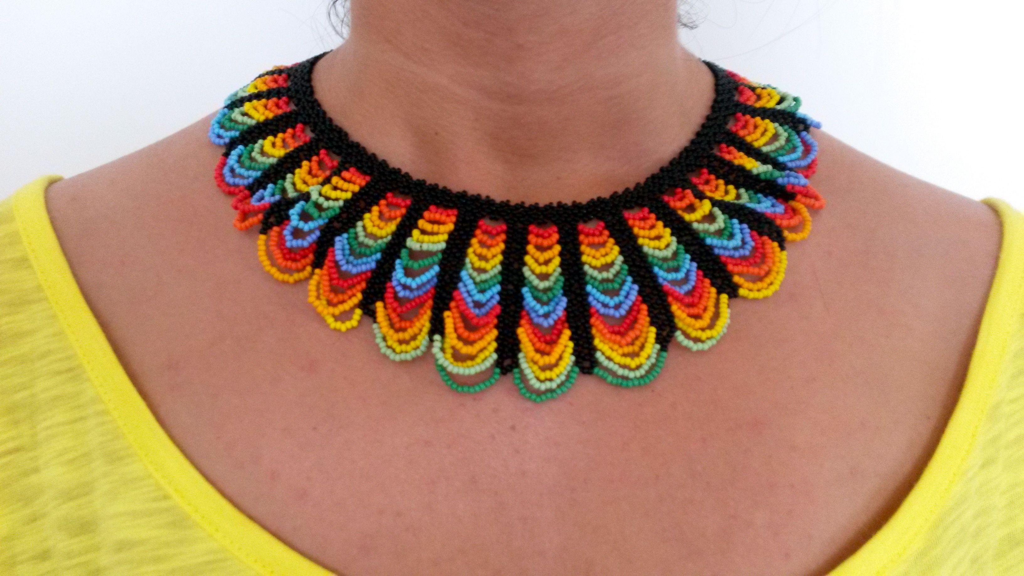 collar de piedras chaquiras realizado por la tribu Embera de Colombia... @Wayuucolombia Barcelona
