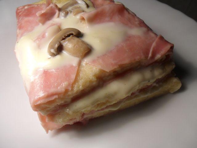 Pastel de jamón y queso a microondas. Ver la receta http://www.mis-recetas.org/recetas/show/40651-pastel-de-jamon-y-queso-al-microondas