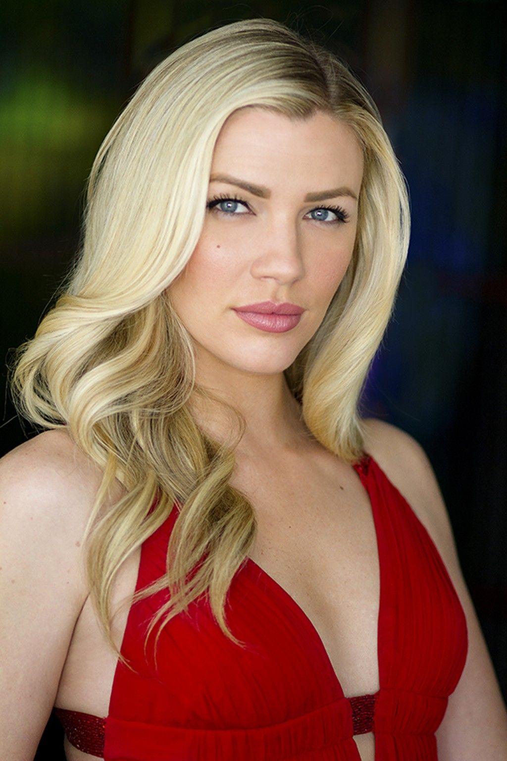 Amber Coyle Nude Photos 24