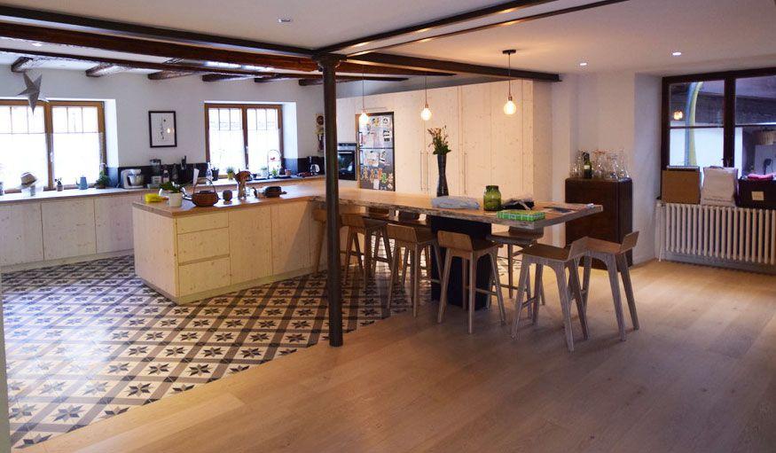 Melange Carrelage Et Parquet Conseils De Pro Pour Mixer Les Sols Carrelage Parquet Separation Cuisine Salon Parquet Cuisine