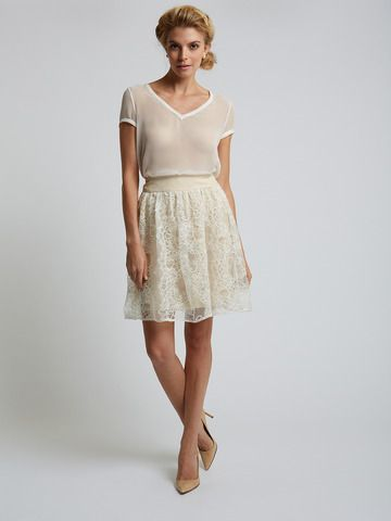Lace trim skirt - timeless classic