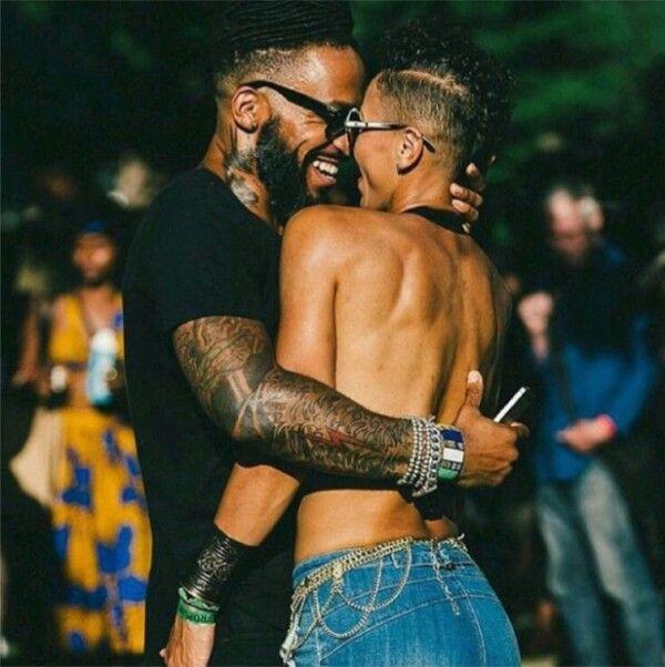 Schattige zwarte lesbische paren