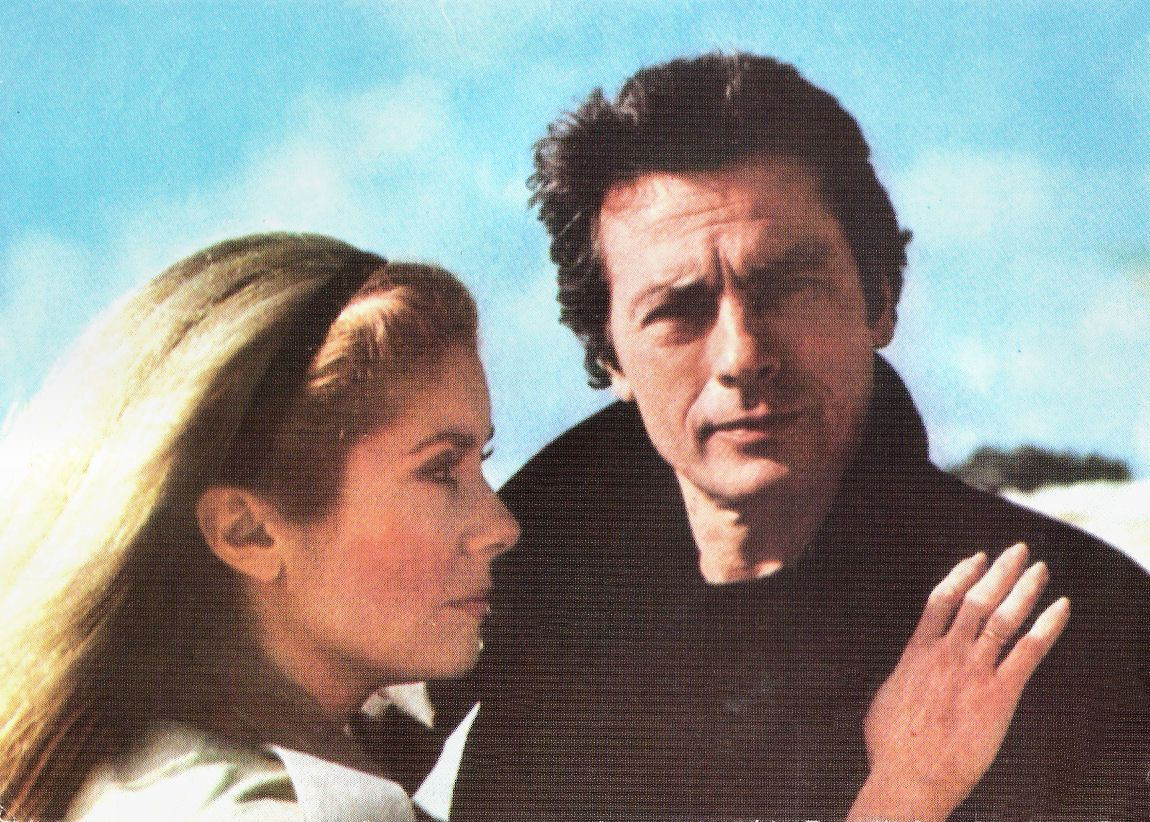 Romanian postcard by Casa Filmului Acin. Photo: publicity still for Le choc/Shock (Robin Davis, 1982) with Catherine Deneuve and Alain Delon.
