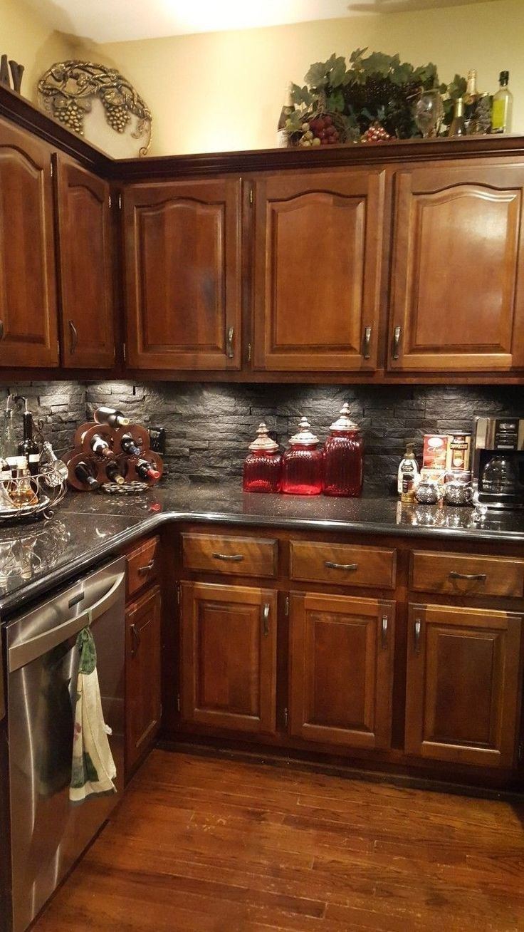 26 lovely kitchen ideas backsplash with dark cabinets decor 22 #darkkitchencabinets