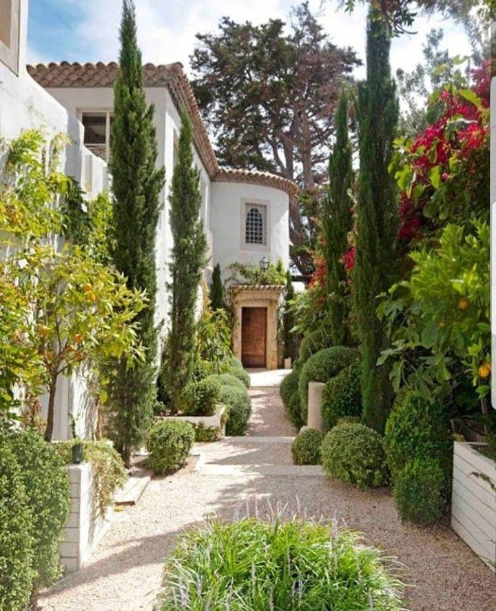 Mediterranean Style Houses With Ocean Views: Gardening .. Muna Abu Dalbouh