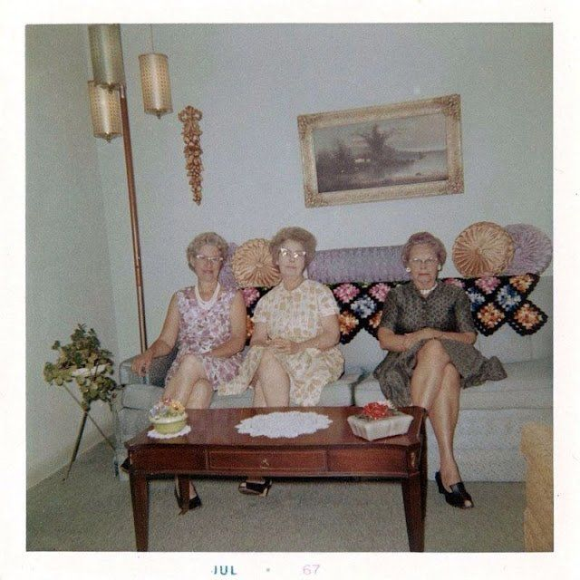 surprising 1960s sitcom living room | 45 Cool Pics That Show Living Rooms in the 1960s ~ vintage ...