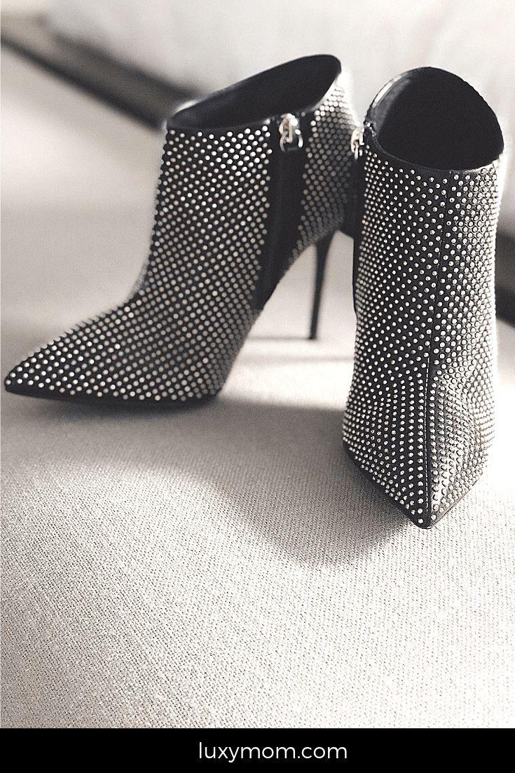 Here's how to get designer shoes for less. Shop smart and have the style you want! #luxymom #luxuryfashion #ruelala #luxuryforless #shopsmart #smartshopper #bestdeals #greatdeals #shoesforless #designerdiscount #discountdesignershoes