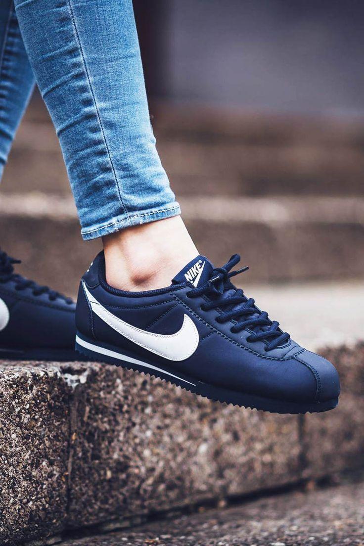 le scarpe alla moda 2017 / 2018: nike cortez di ossidiana & white