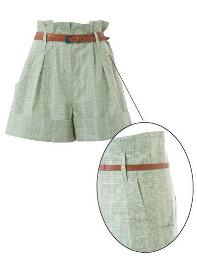 burda style, Schnittmuster - Nr. 111 A aus 6/2015- Die Taillenkante ist – typisch für Clochardhosen – erhöht, der Gürtel sorgt dafür, dass die Shorts in der Taille gut sitzen