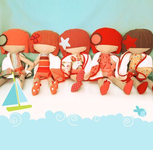 Muñecas hechas en tela para la tienda brasileña PinkNounou, que mezcla artesanía, diseño e ilustración.