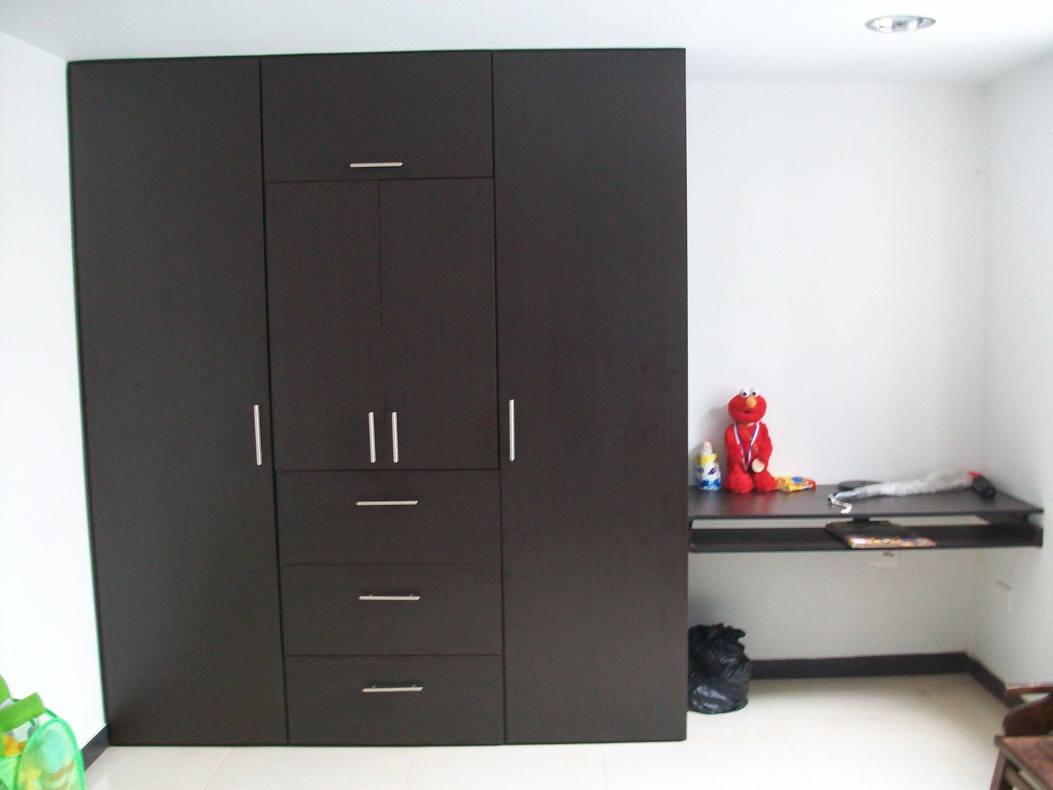 Fabricado por c g arte y decoraci n closet de tres for Decoracion closet en madera