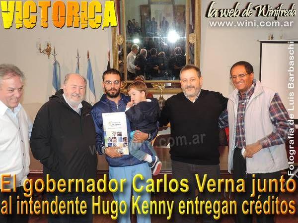 El gobernador Verna entregó créditos en Carro Quemado y Victorica