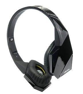 These Breakthrough Headphones Fuse Monster S Secret Experimental Audio Savvy With Diesel S Iconoclastic Design Headphones Black Headphones Monster Headphones