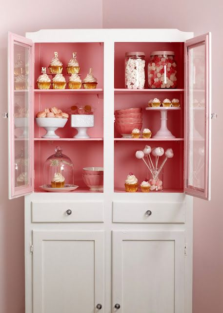 I want this in my living room! Or maybe should I open a cupcakes ...
