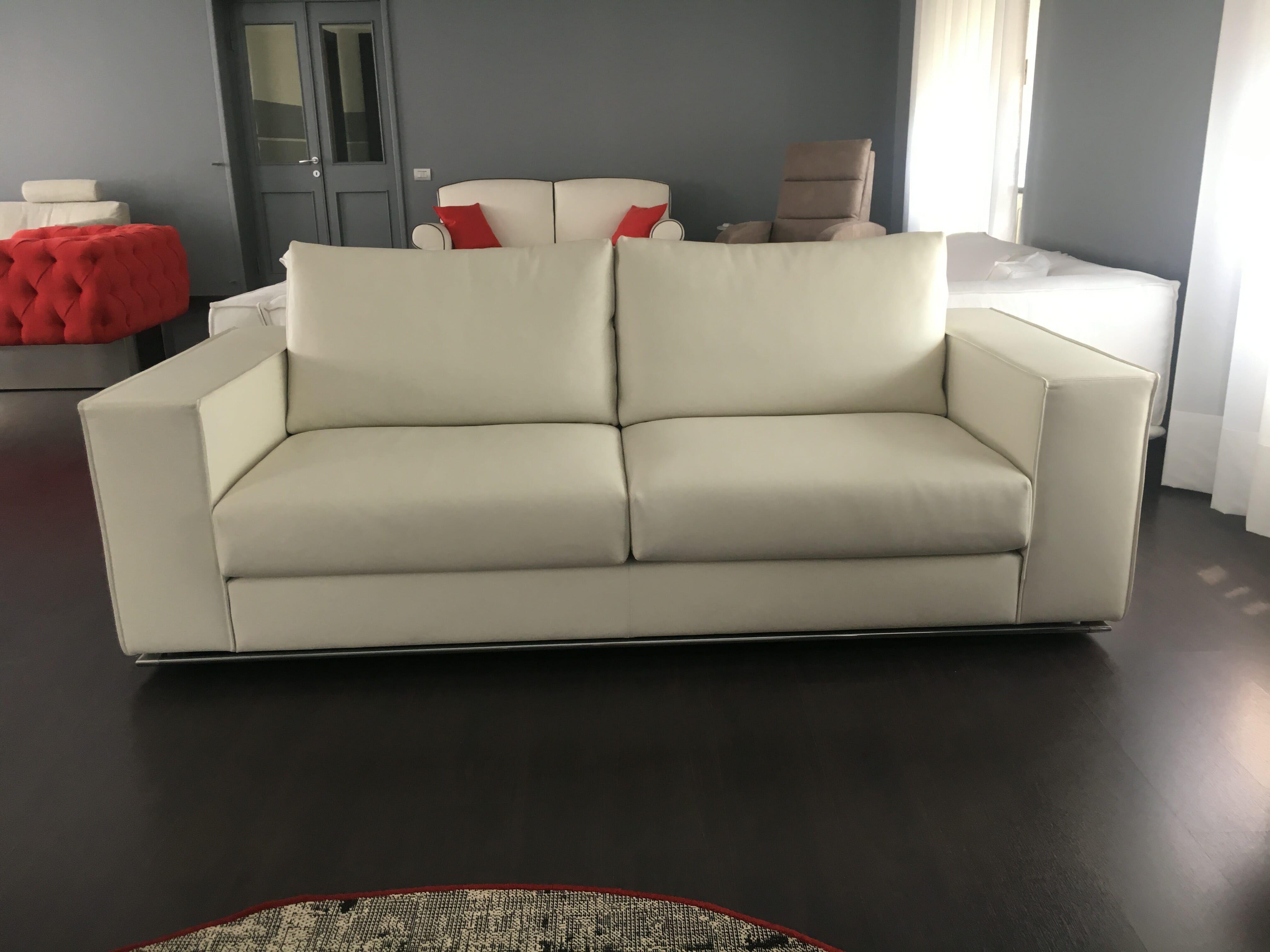 Offerta divano moderno in pelle pieno fiore | outlet divani - Tino ...