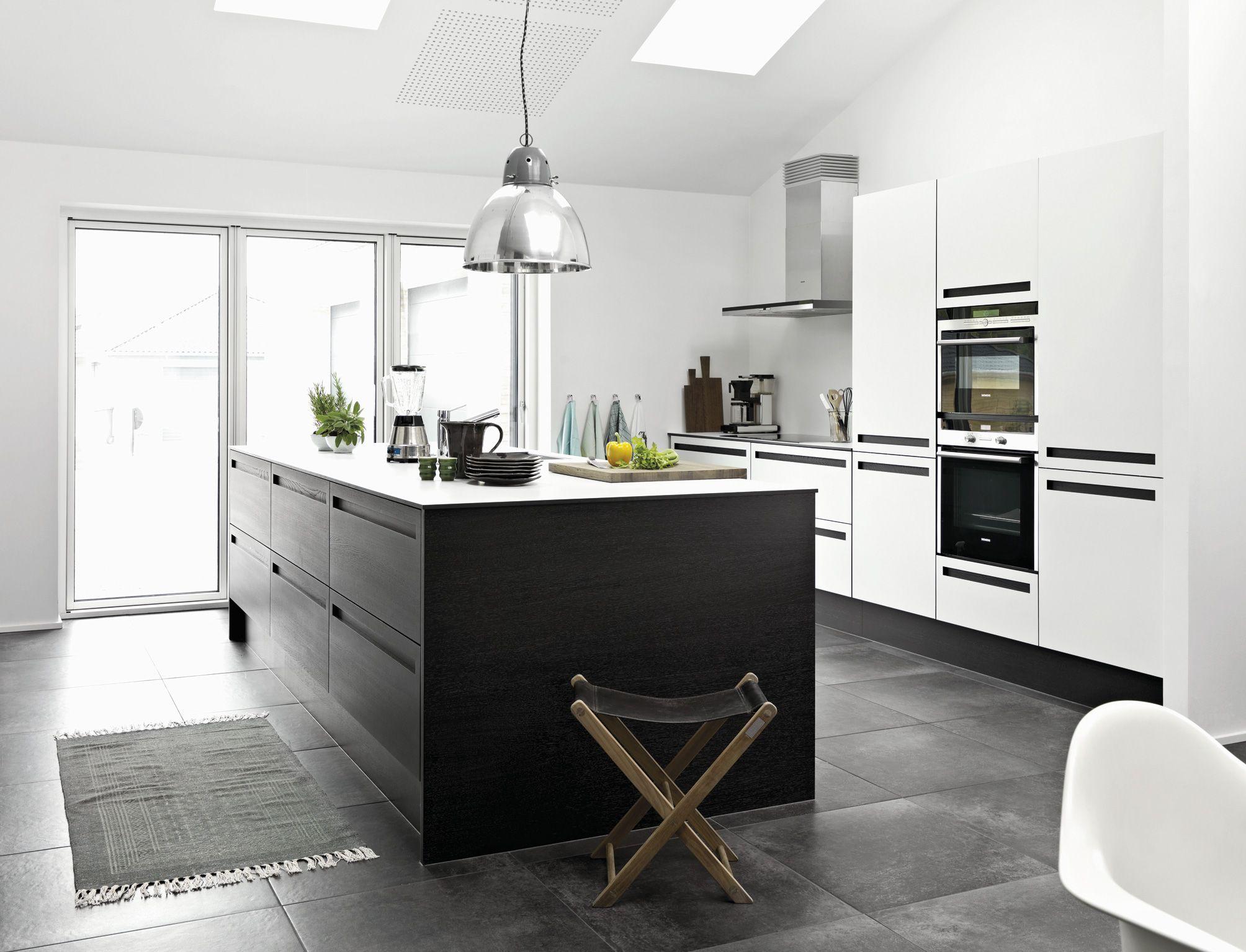 I køkkenet i thyregod er der både tænkt i store linjer og små funktionelle detaljer