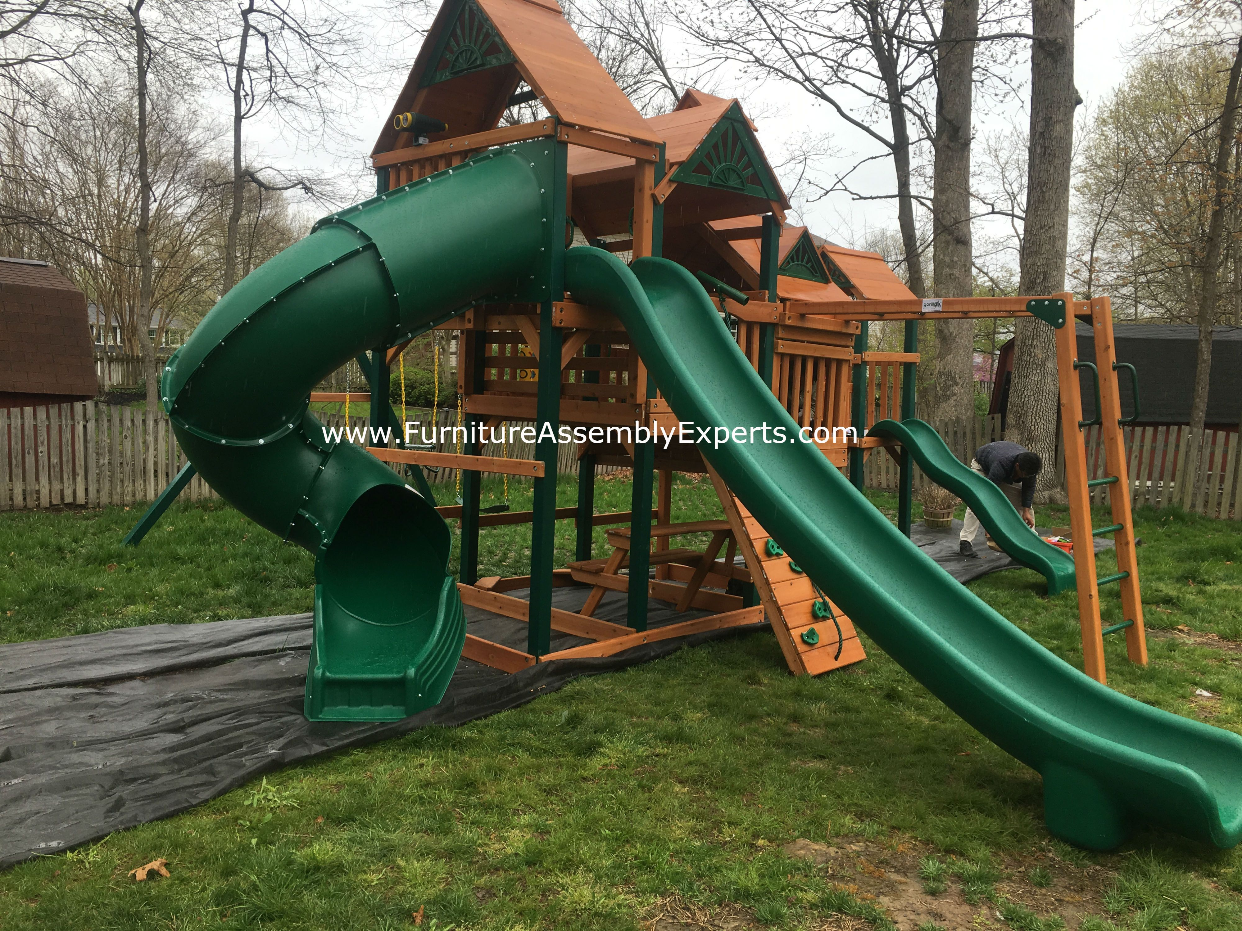 gorilla empire extreme swing set / Playset assembled for a