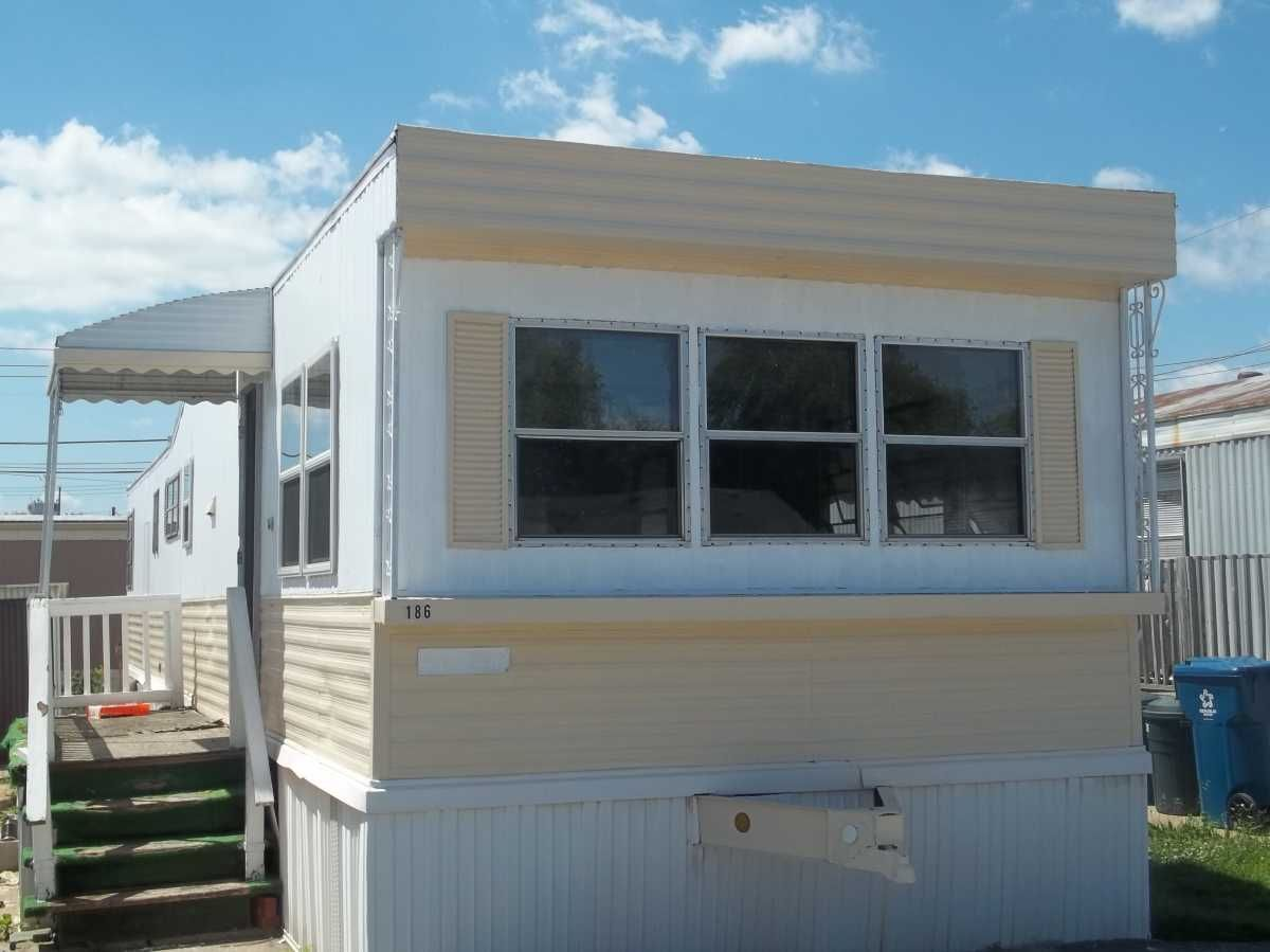 Homette Mobile Home For Sale In Oak Lawn Il Mobile Homes For Sale Moble Homes Trailer Home