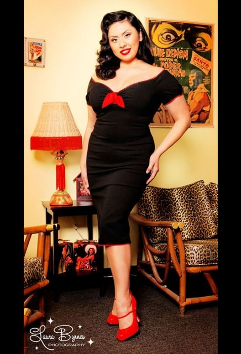 I am in love with the Retro 40's and 50's style. Works wonderfully for curvy ladies and I hope to incorporate more into my wardrobe soon.