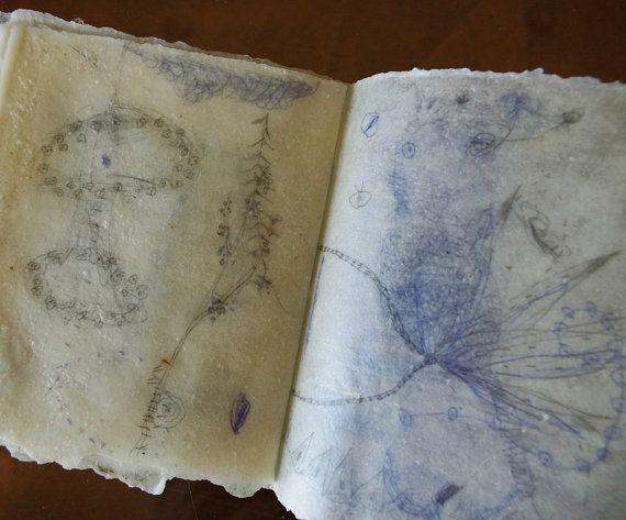Libro de artista caprichoso con páginas Beeswaxed / días translúcida