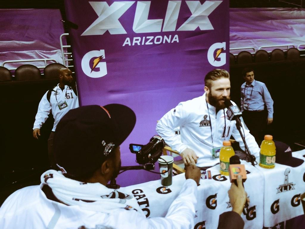 Love this guy Patriots: Brandon Browner breaks into Julian Edelman's presser to ask a question at #SBMediaDay ""
