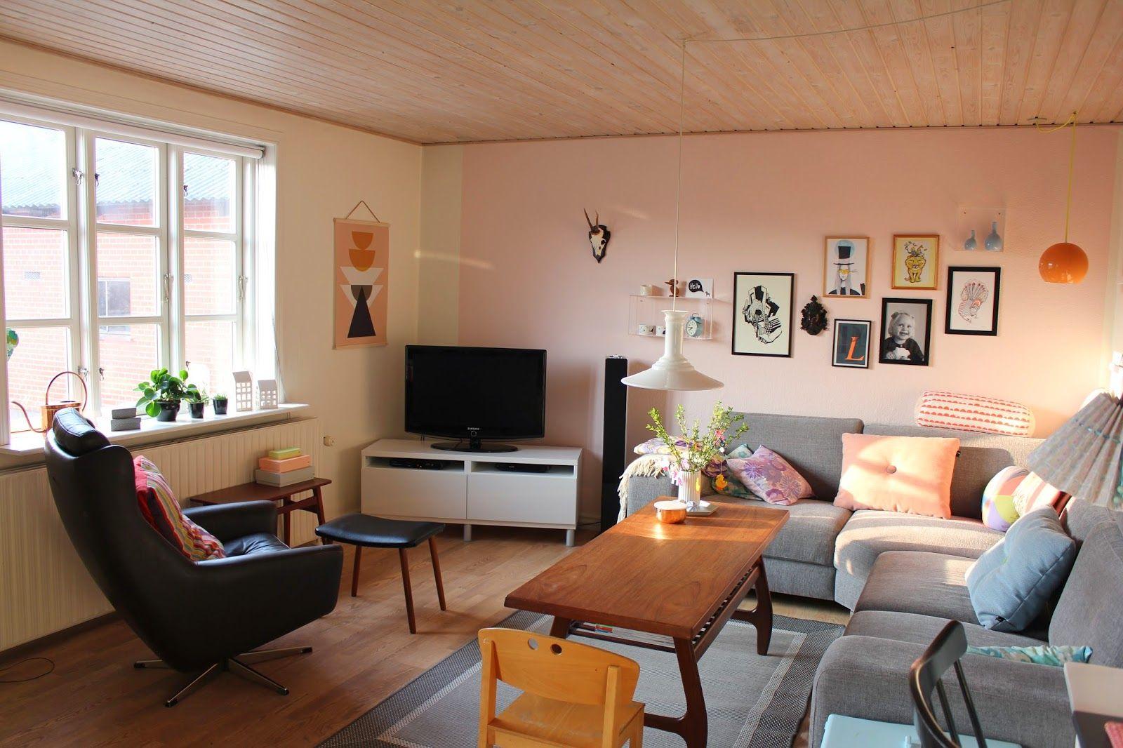 Ævlebævle: Et par nye billeder og et stort skab er flyttet ind i min stue
