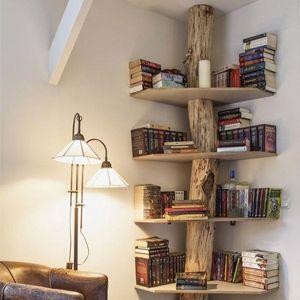 Libreria con vero tronco di castagno e ripiani in legno for Librerie angolari