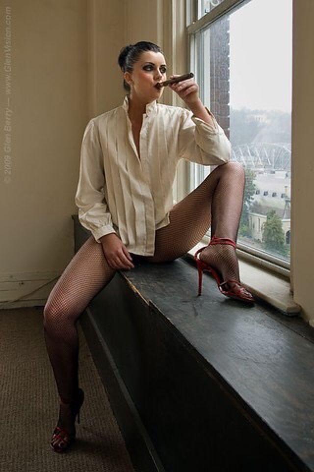 Smoke girl naked with sex