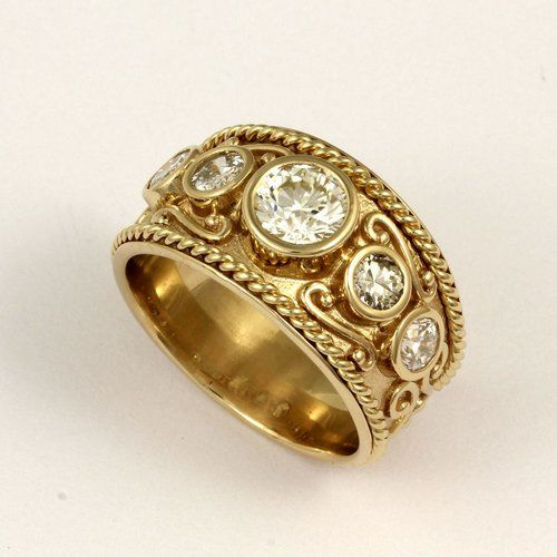 22k Solid Yellow Gold Fancy Diamond Cut Vintage Ring Size 3