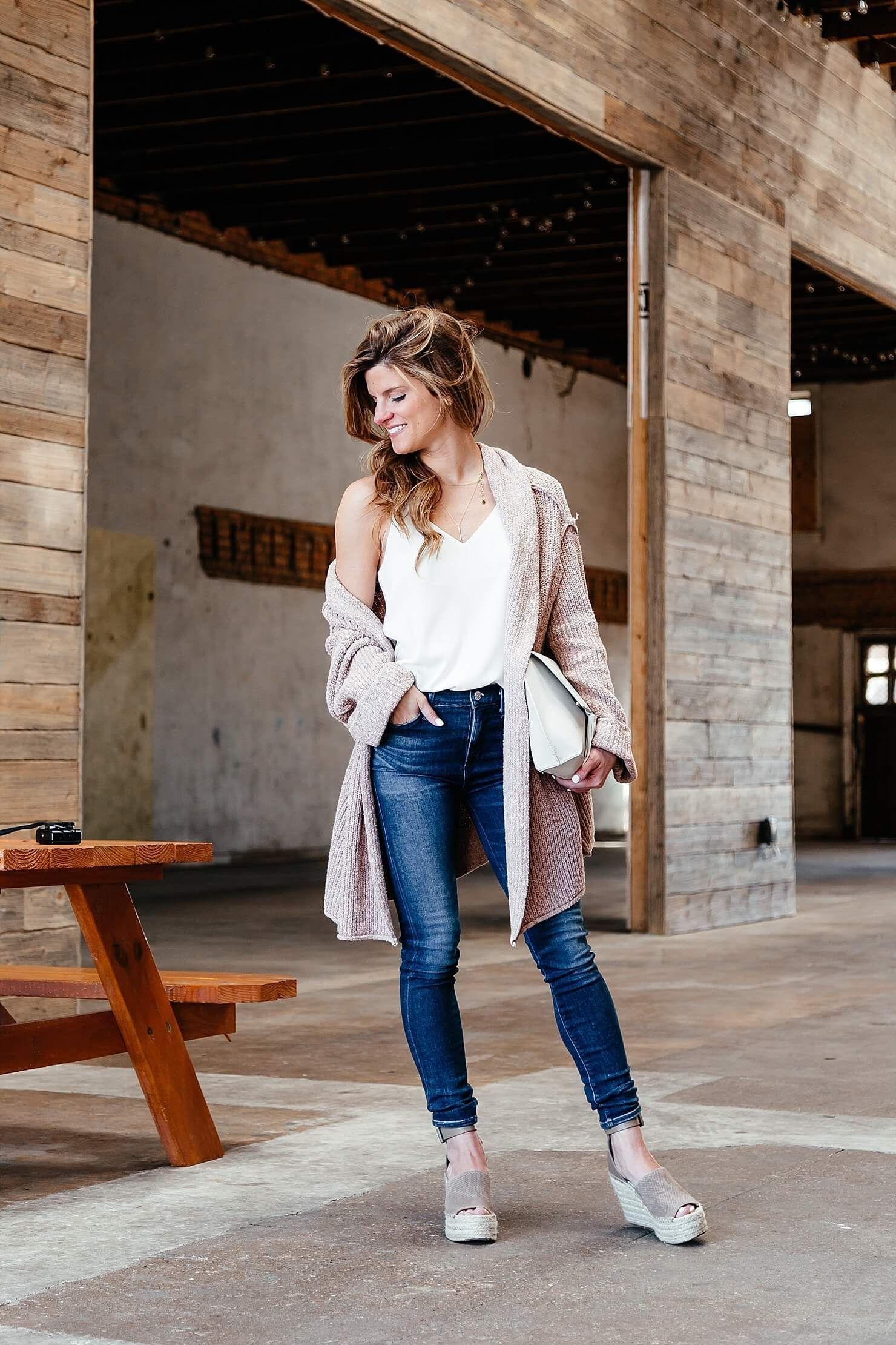 How to Start a Fashion Blog – Everything You Need to know – tennis shoe outfit jeans and – tennis shoe outfit jeans and – Spring Outfit