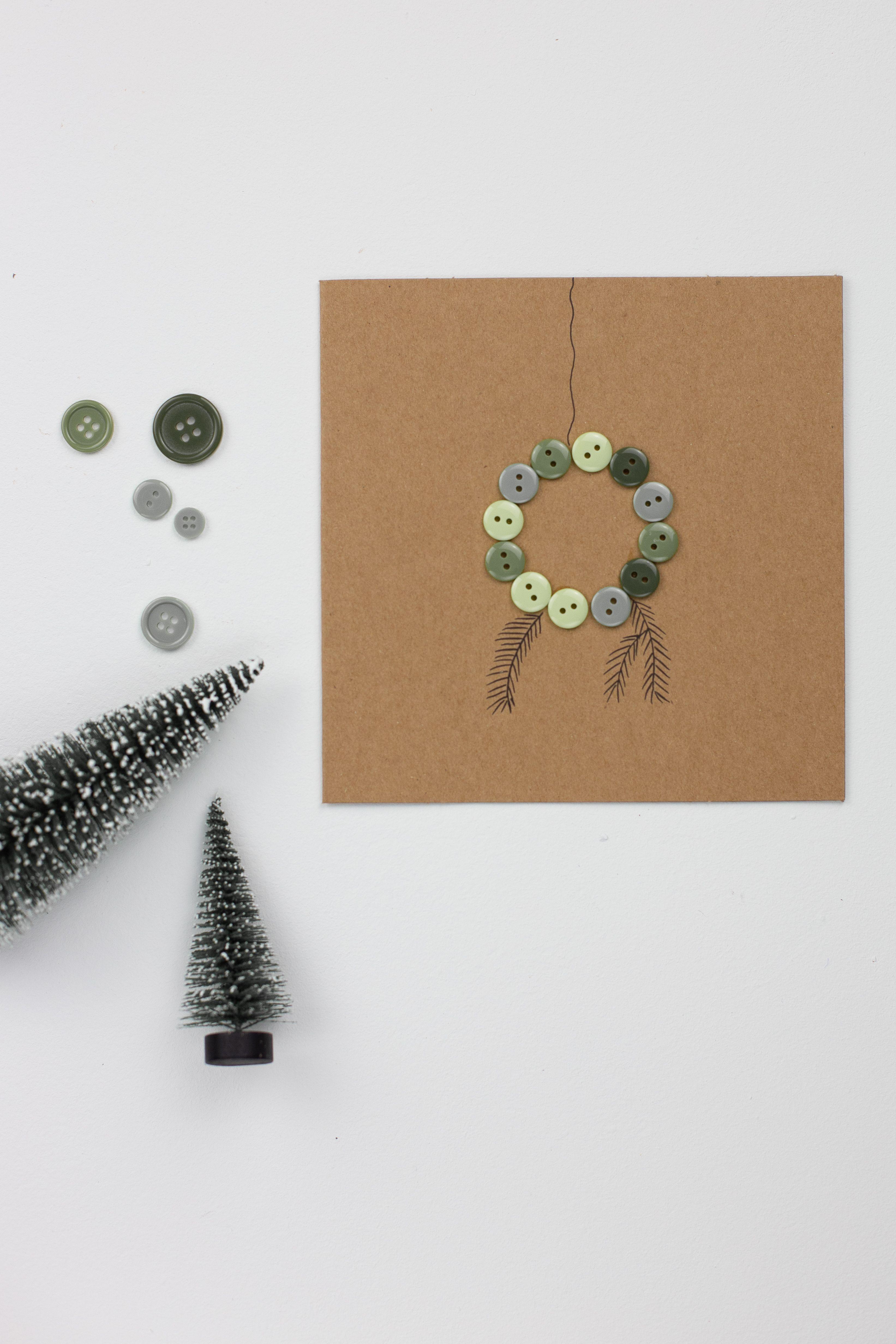 diy karten upcycling mit kn pfen zu weihnachten. Black Bedroom Furniture Sets. Home Design Ideas