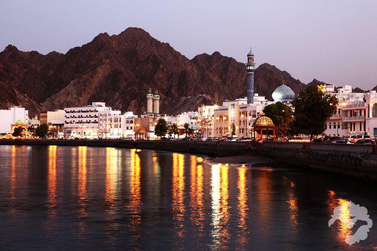 26 صور ستجعلك ترغب السفر إلى سلطنة ع مان Sultan Qaboos Grand Mosque London City Middle Eastern Travel