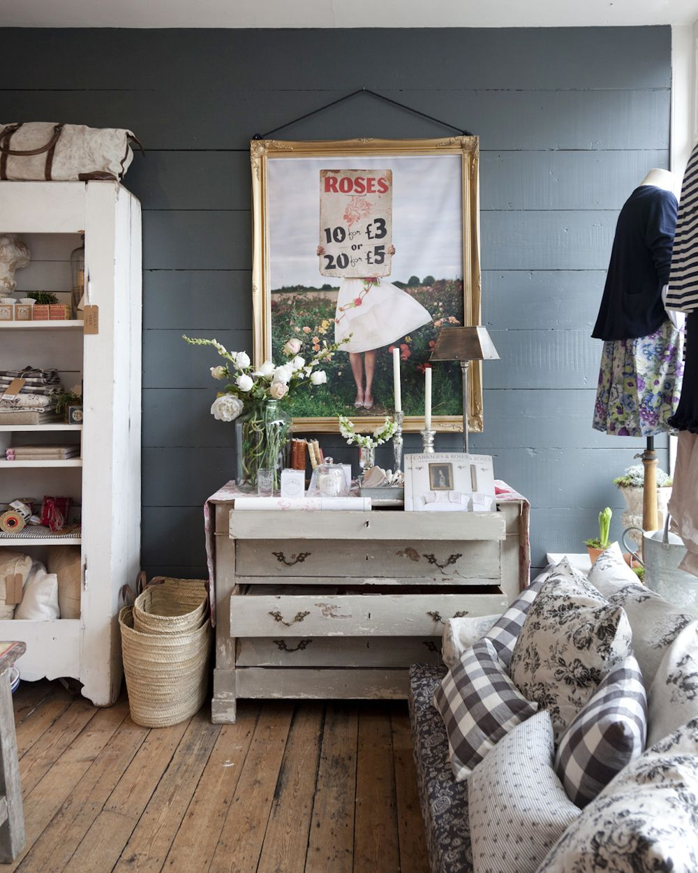 A lovely idea for a corner of your bedroom in the dressing area. Or you could even go further and have a dressing room. Either way, I think this is simple but elegant, without being overly fussy.