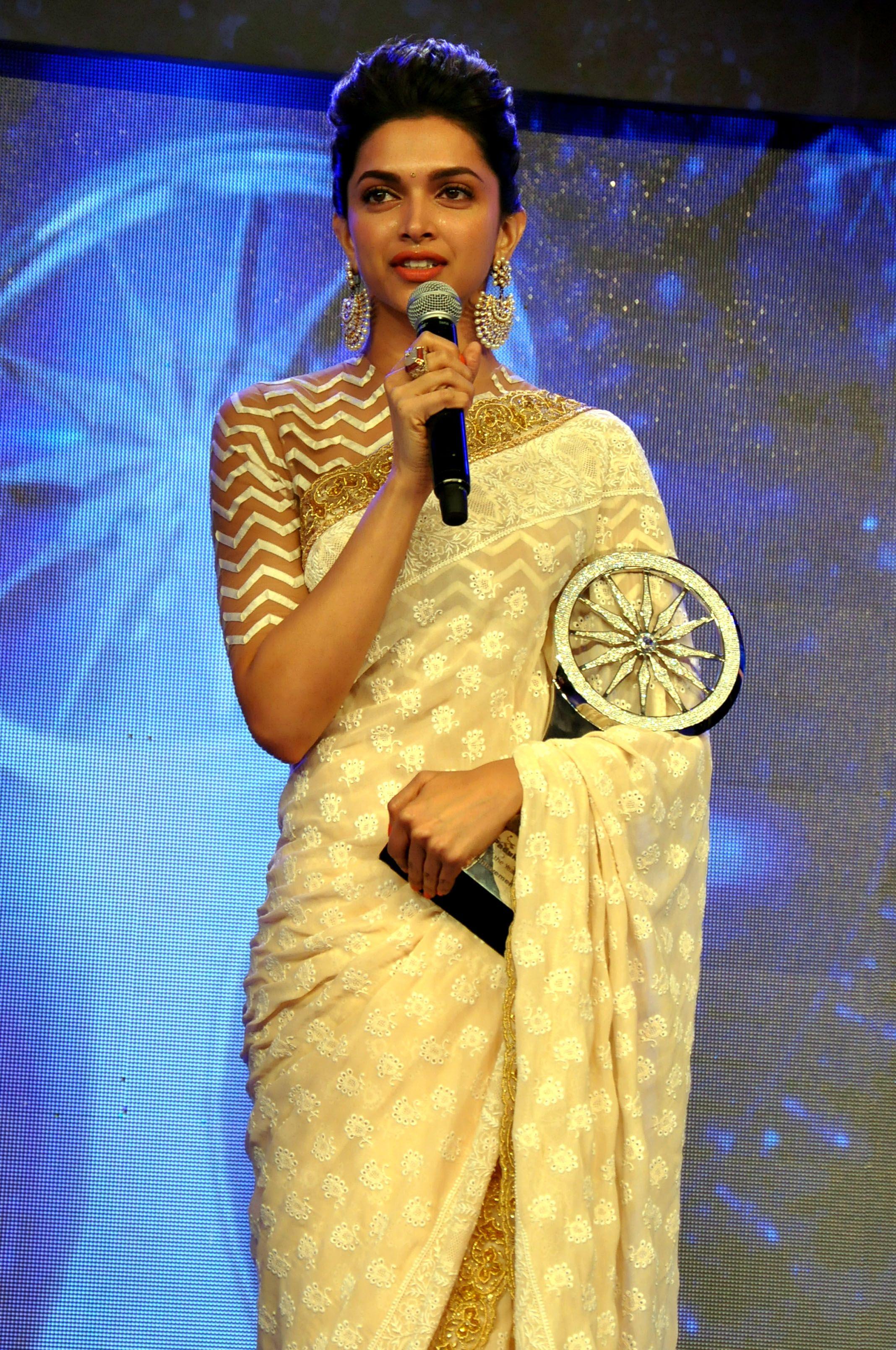 blouse | Deepika padukone saree, Blouse designs, High neck ...