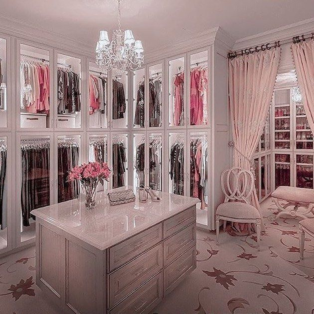 "Lynn�'s Instagram post: ""Quiero este clóset ! Seriously my closet needs to be like this one � from the chandelier, to the design, to the colors & all ! #closetgoals…"""