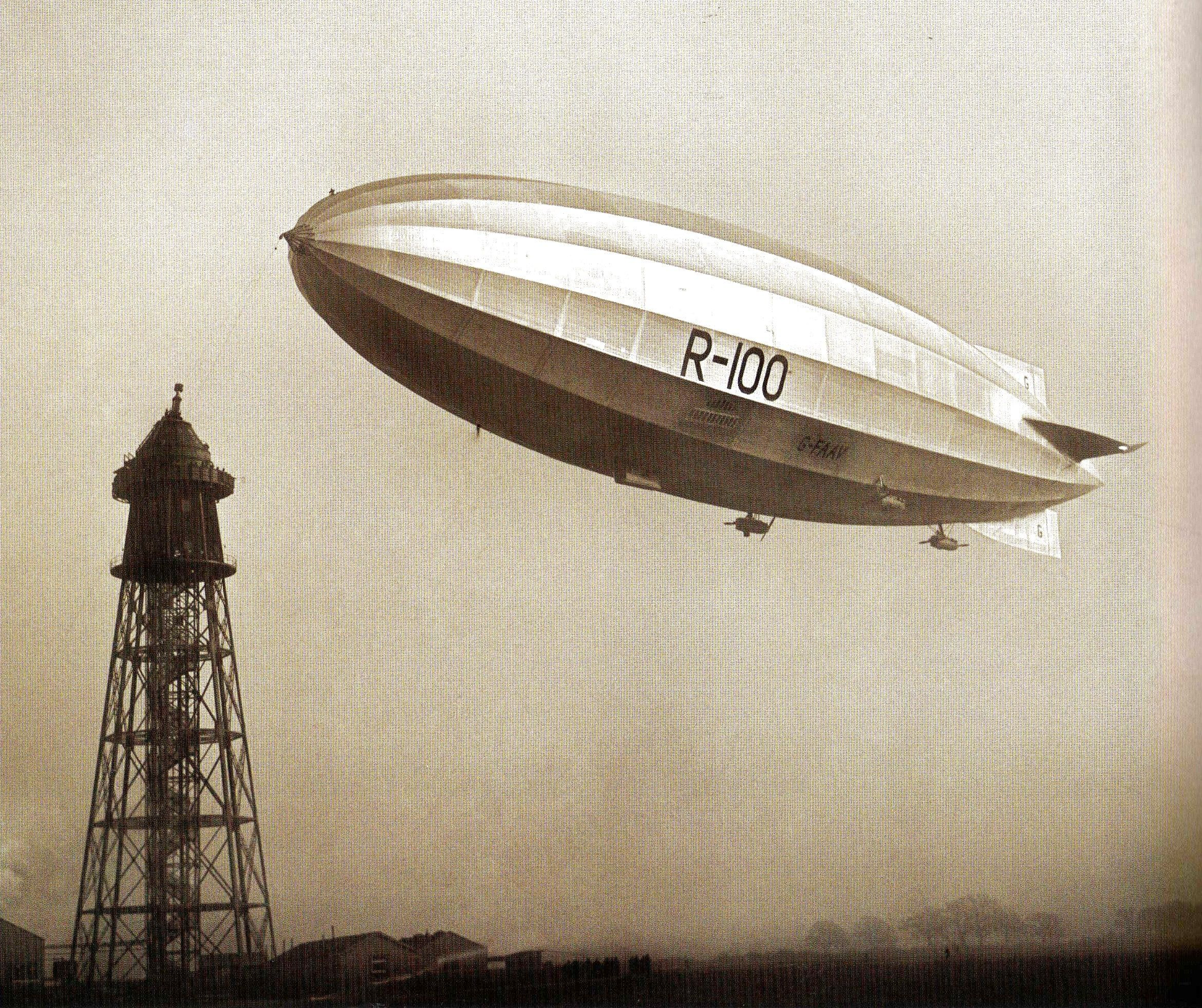 R100 nearing the mooring mast at Cardington, during the