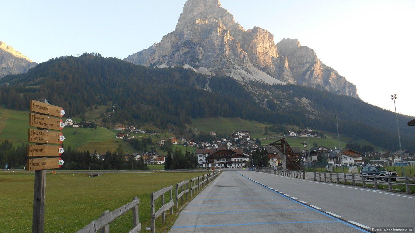 Montanha Sassongher nos Alpes italianos