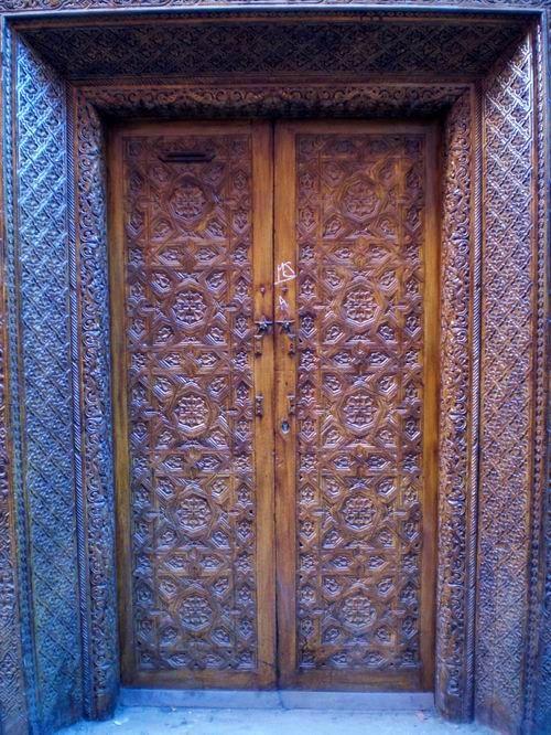 Porton clasico puertas rusticas puertas de madera for Pintar puertas de madera viejas