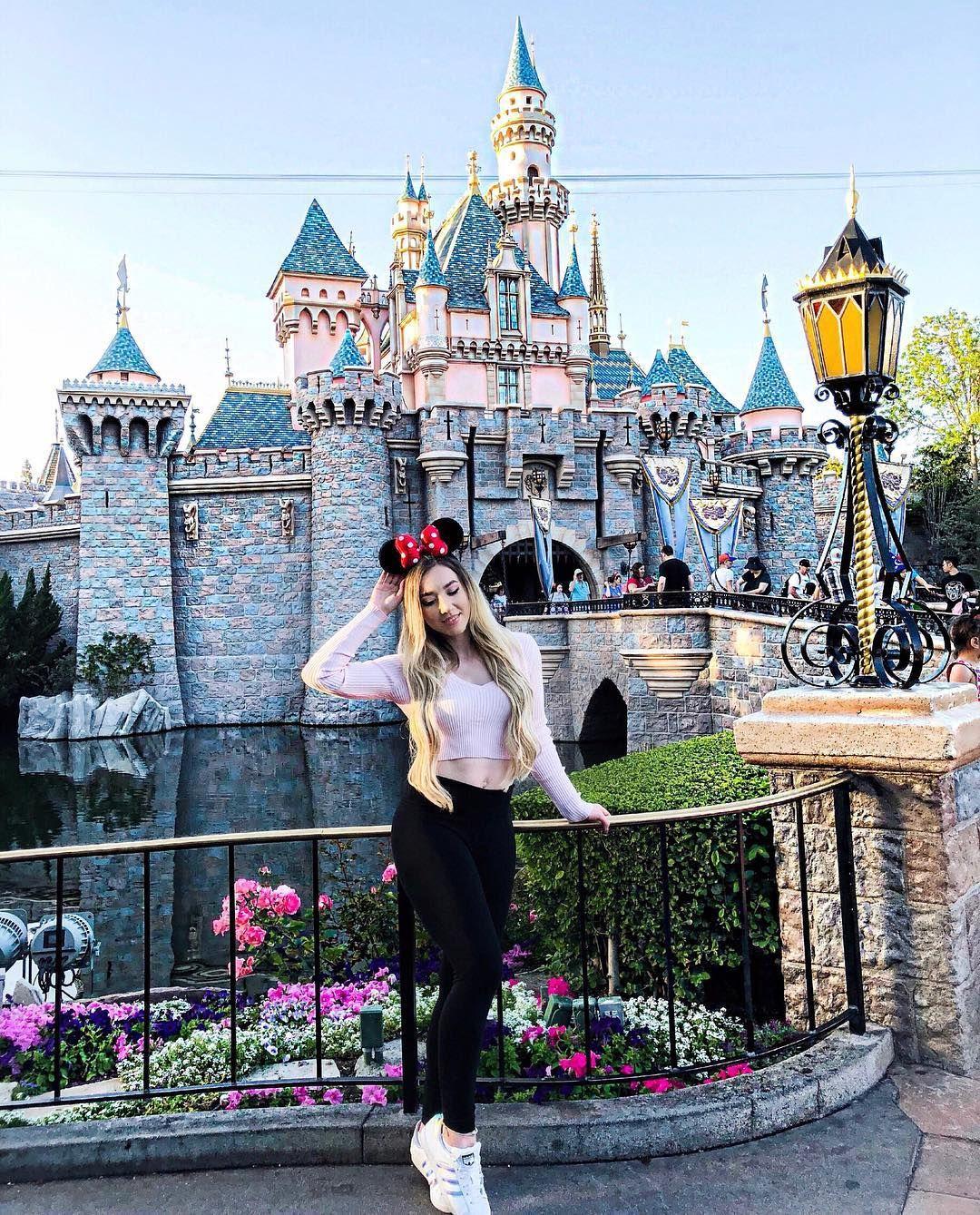 """Rebekah Wing - Youtuber� on Instagram: """"*Werbung wegen Markennennung Kann ich bitte im Disneyland wohnen?�� Hände hoch Emoji ���� wenn Ihr mit mir ins Schloss einziehen würdet!���…"""""""