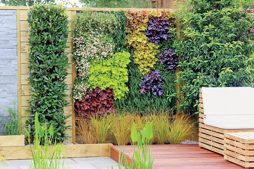 Wiosenne Kwiaty W Ogrodzie Weranda Pl Vertical Garden Garden Inspiration Backyard Garden