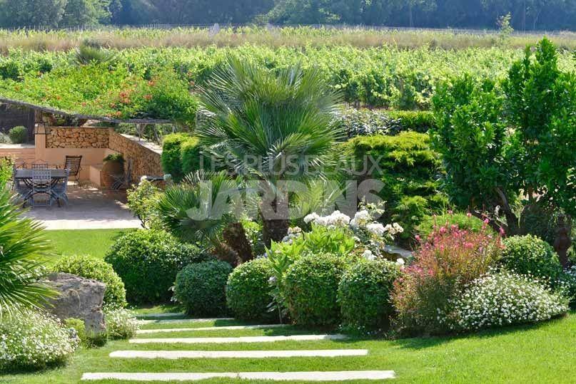 jardin dans les vignes arbustes persistants taill s en topiaire derbez mon carnet d 39 idees. Black Bedroom Furniture Sets. Home Design Ideas