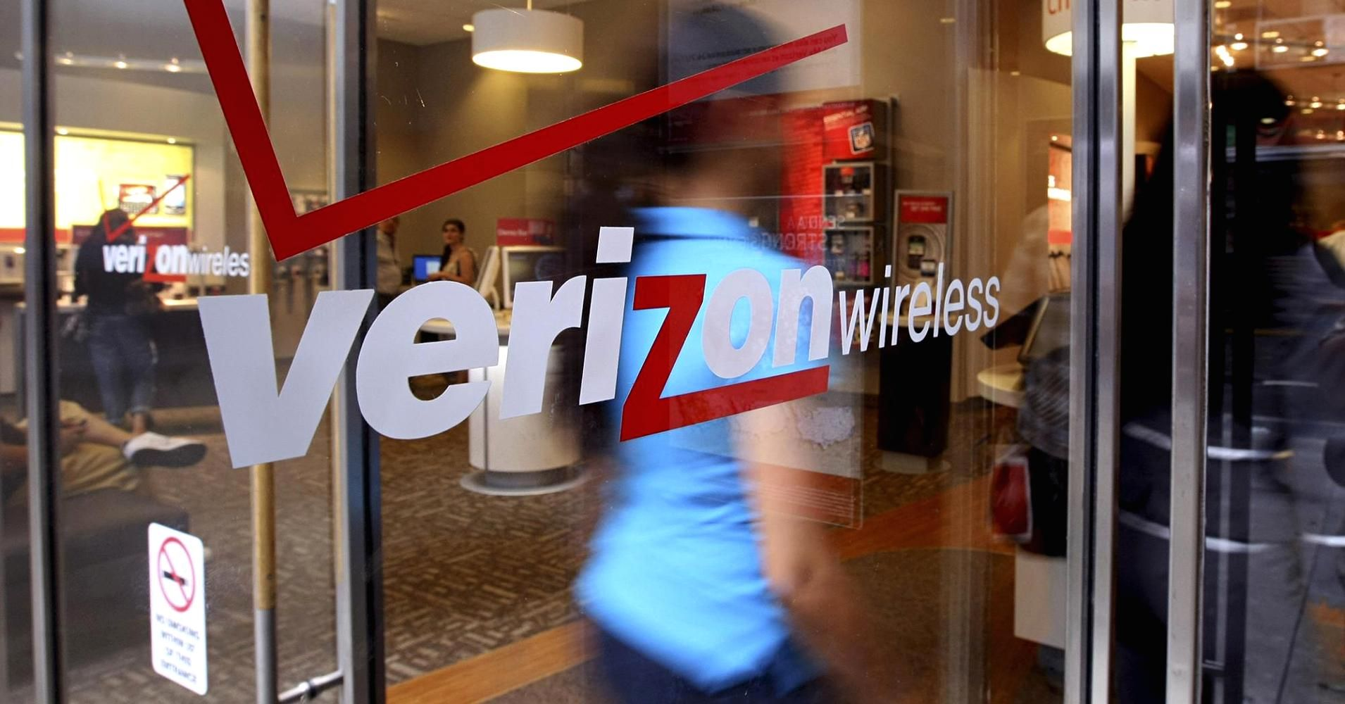 US said to investigate AT&T and Verizon over wireless