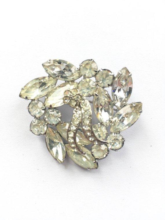 ff5fd0d5ffd 1950s Crystal Wreath Brooch - Vintage Crystal Brooch - Vintage Rhinestone  Brooch - Clear Crystals i