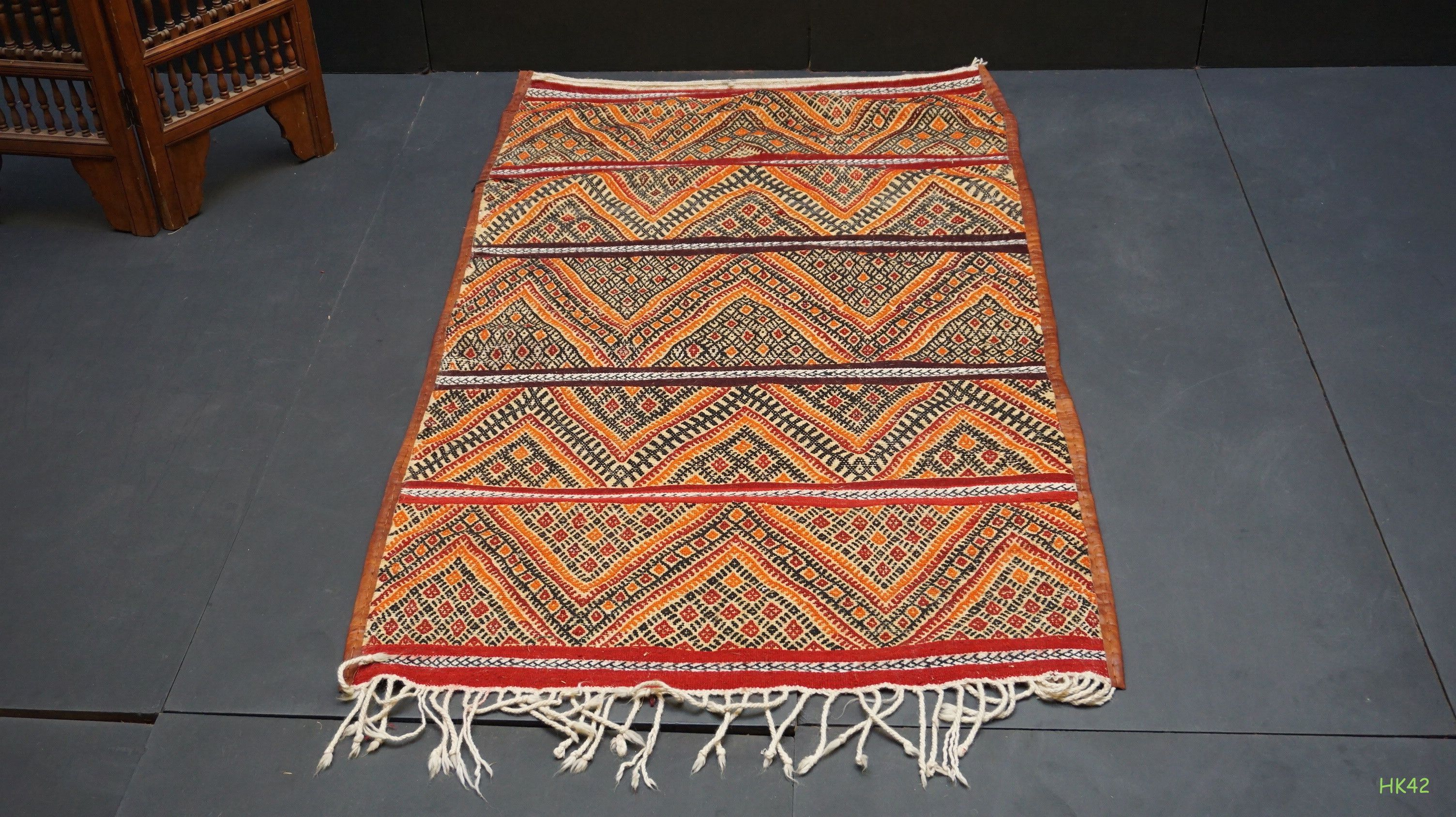 pic antiques village dollhouse antique lane of item ruby sb grass the american set basket straw woven mat f mats native